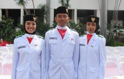 Paskibra Khadijah  di Balai Kota Surabaya